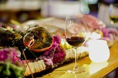 Zeekreeftdiner met wijnglas Stock Foto's