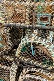 Zeekreeftpotten die op Havenquayside -3 worden gestapeld stock afbeelding