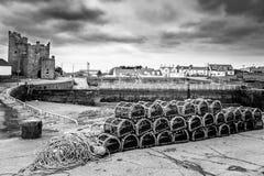 Zeekreeftpotten en een Caslte stock afbeeldingen