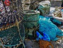 Zeekreeftpotten en visnetten stock foto