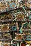 Zeekreeftpotten op Havenquayside worden gestapeld -1 die stock fotografie