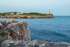 Zeekust met vuurtoren royalty-vrije stock afbeeldingen