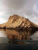 Zeekust met Vuurtoren in Kroatië royalty-vrije stock afbeelding