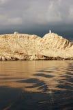 Zeekust met Vuurtoren in Kroatië stock foto