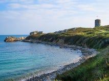 Zeekust op het Guernsey-eiland stock foto's