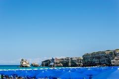 Zeekust van Torre dell' Orso Melendugno in Salento Italië stock foto