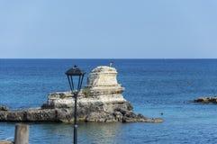 Zeekust van Torre Sant' Andrea Melendugno in Salento Italië stock foto
