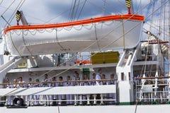 Zeelieden op het Poolse opleidingsschip Dar Mlodziezy Stock Foto