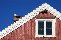 Zeemeeuw op de schoorsteen stock foto