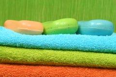 Zeep en handdoeken royalty-vrije stock afbeelding