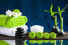Zeep, handdoek en bloemensneeuwklokjes Stock Afbeeldingen