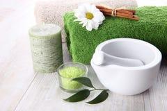 Zeep, handdoek en bloemensneeuwklokjes Stock Foto