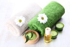 Zeep, handdoek en bloemensneeuwklokjes stock fotografie