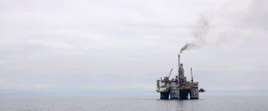Zeeplatform en Schip Olie en Gas Stock Fotografie