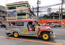 Zeepneys που οργανώνεται Φιλιππίνες στην οδό στη Μανίλα, Στοκ φωτογραφία με δικαίωμα ελεύθερης χρήσης
