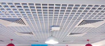 Zeer aardig ontworpen binnenlands plafond stock foto