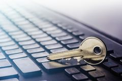 Zeer belangrijk slot op PC-toetsenbord Ð ¡ oncept van computerbeveiliging en bescherming van persoonsgegevens op Internet royalty-vrije stock afbeeldingen