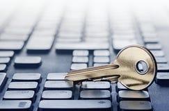 Zeer belangrijk slot op PC-toetsenbord Ð ¡ oncept van computerbeveiliging en bescherming van persoonsgegevens op Internet stock foto