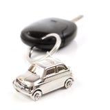 Zeer belangrijke auto met weinig sleutelring in de vorm van de auto Royalty-vrije Stock Fotografie