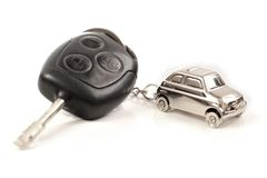 Zeer belangrijke auto met weinig sleutelring in de vorm van de auto Stock Afbeelding
