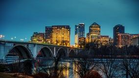 Zeer belangrijke brug bij nacht in Washington DC stock footage