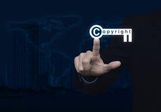 Zeer belangrijke pictogram van het zakenman het dringende auteursrecht over kaart en stadstoren stock foto's