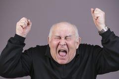 Zeer emotionele mensenschreeuwen op een grijze achtergrond Royalty-vrije Stock Afbeelding