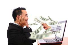 Zeer gelukkige Succesfull de zakenman krijgt grote winst van online zaken Royalty-vrije Stock Fotografie
