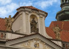 Zeer hoogste van de ingangspoort aan het Strahov-Klooster, Praag, Tsjechische Republiek royalty-vrije stock afbeelding