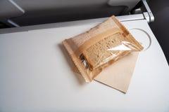 Zeer kleine snack bij het vliegtuig stock foto's