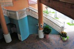 Zeer kleurrijke de bureaubouw trap royalty-vrije stock afbeeldingen