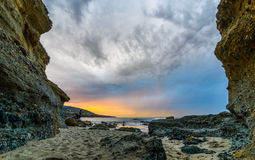 Zeer kleurrijke sunriset in Laguna Beach Stock Afbeeldingen