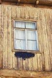 Zeer oud grunged houten venster in Tbilisi, Georgië Stock Afbeelding