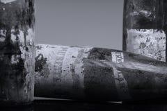 Zeer oude de flessen van de Murfatlarwijn, geïsoleerd royalty-vrije stock afbeelding