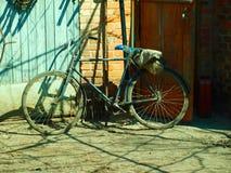 Zeer oude fiets Stock Afbeeldingen