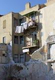 Zeer oude het leven huizen die zich in ruïnes bevinden Royalty-vrije Stock Foto