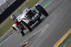 Zeer oude raceauto bij chicane Royalty-vrije Stock Afbeelding