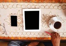 Zeer professioneel geïsoleerde tabletpc en het mobiele lege scherm stock afbeeldingen