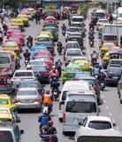 Zeer slecht verkeer in het centrum van de stad van Bangkok Stock Foto's