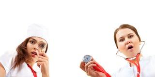 Zeer verraste verpleegster twee die onderzoek doet Stock Foto