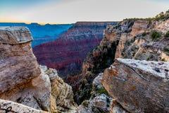 Zeer Vroeg Ochtendrecht vóór Zonsopgang in Grand Canyon in Arizona Royalty-vrije Stock Afbeeldingen