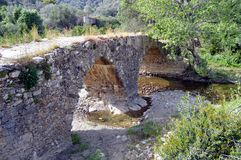 Zeer vroegere brug in stenen Royalty-vrije Stock Fotografie