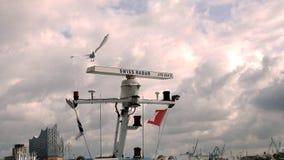 Zeevaart maritieme radar met zeemeeuw bij de haven Stock Afbeeldingen