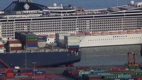 Zeeverkeer in de haven van Barcelona Tijdoverlappingen stock video