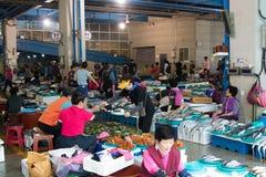 Zeevruchten bij de vissenmarkt Royalty-vrije Stock Afbeeldingen