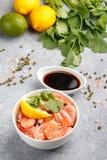 Zeevruchten Garnalengarnalen met citroen, koriander en sojasaus Royalty-vrije Stock Foto's