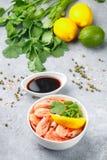 Zeevruchten Garnalengarnalen met citroen, koriander en sojasaus Stock Afbeelding