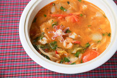 zeevruchten kruidige soep, tom yum royalty-vrije stock afbeelding