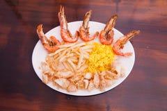 Zeevruchten met Frieten en rijst Royalty-vrije Stock Foto