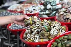 Zeevruchtenmarkt op de straat openlucht royalty-vrije stock foto's